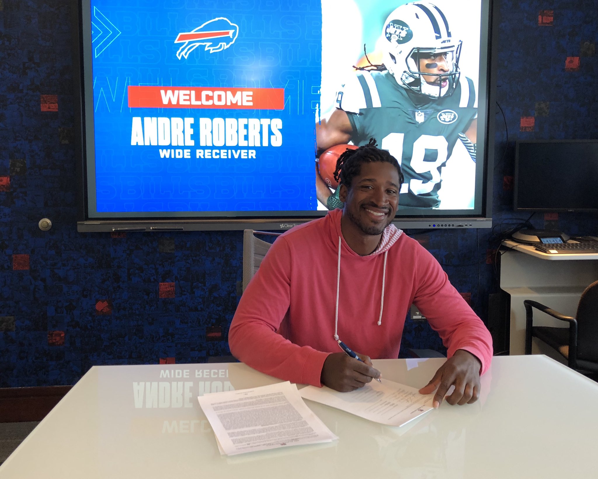 We've signed WR/KR Andre Roberts to a two-year deal. #GoBills   Details: https://t.co/7QbfmaRgom https://t.co/9CXaZL6XRM