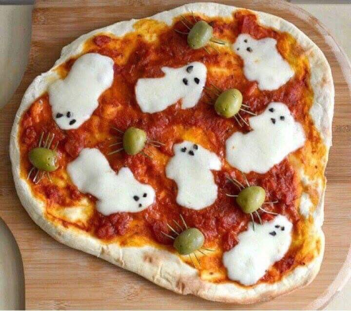 GHOST Pizza with SPIDERS via Chef Mom Blog. #GhastlyGastronomy <br>http://pic.twitter.com/Z8WiOcNFsD