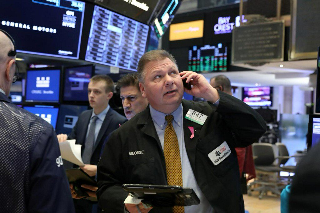 S&P 500 eases amid U.S.-China trade uncertainty https://reut.rs/2F0qUCj