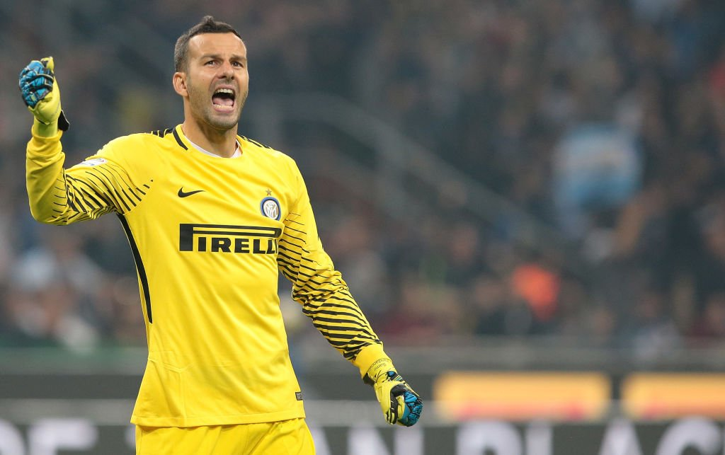 Chapeau to Samir Handanovic   The only reason this match was even remotely close tonight. #InterEintracht <br>http://pic.twitter.com/uuaaMJuSPx