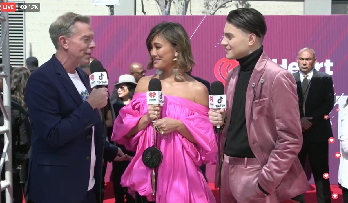 The queen @agnezmo is on our FACEBOOK LIVE RIGHT NOW!  #iHeartAwards2019    WATCH: https://www.facebook.com/iheartradio/videos/253866108853297?sfns=mo…