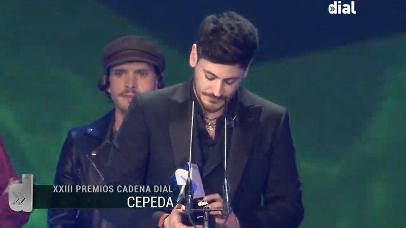 Miradleeeeeeee #PremiosDial <br>http://pic.twitter.com/uCzKGl3wi5