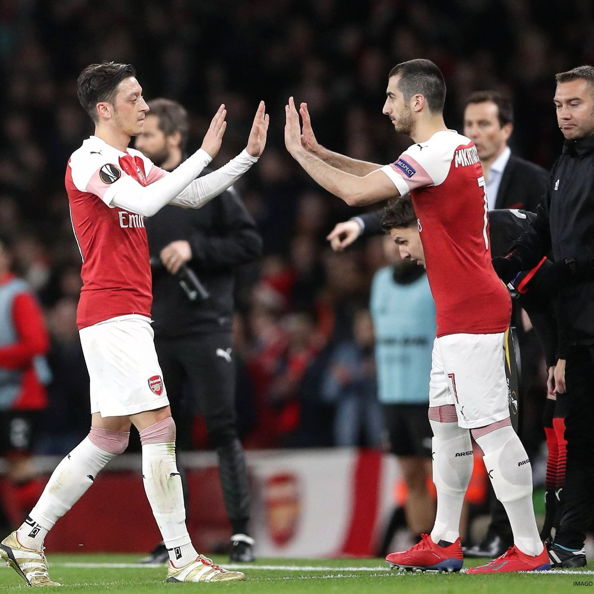 Great comeback from the team!   Difficult week for us, but we showed good character and determination to reach the #UEL quarters!  #WeAreTheArsenal #YaGunnersYa #M1Ö<br>http://pic.twitter.com/wdea1a3JkH