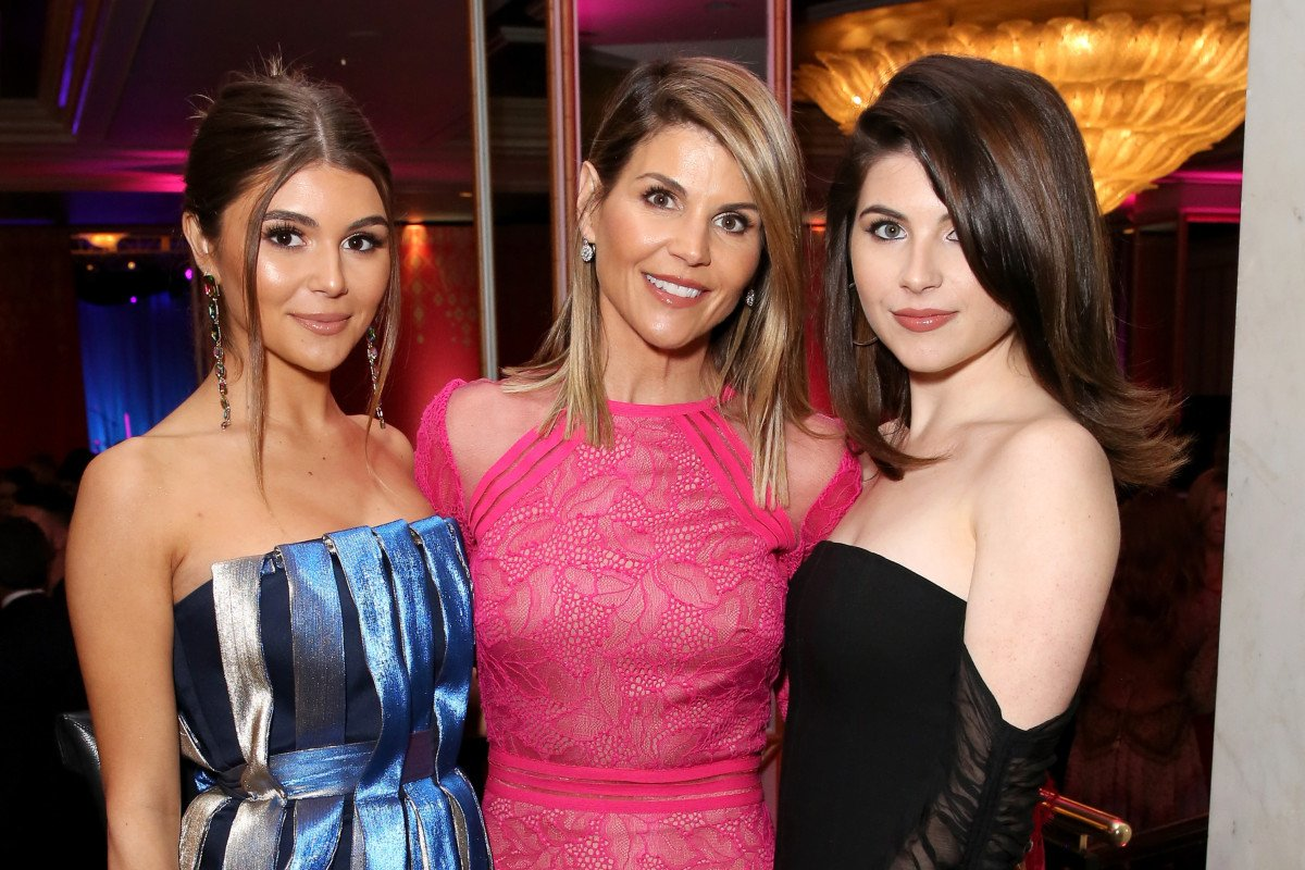 JUST IN: Lori Loughlin's daughters drop out of USC after admissions scandal https://trib.al/2H6yAAn