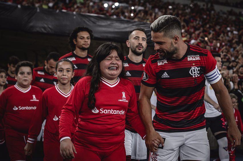 Flamengo, Maracanã lotado, Libertadores... não tem como não se emocionar né, pequena? 😍