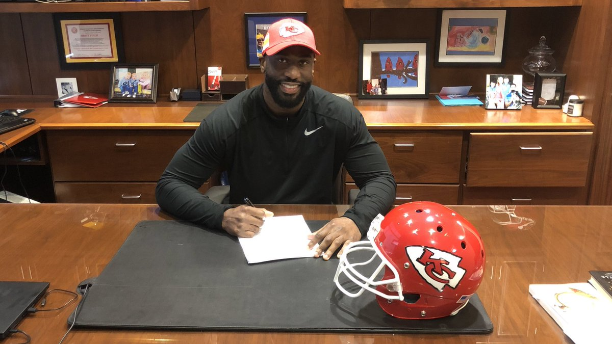 We have signed free agent DE Alex Okafor.  RT to welcome him to #ChiefsKingdom!<br>http://pic.twitter.com/6lgbpBEkN2