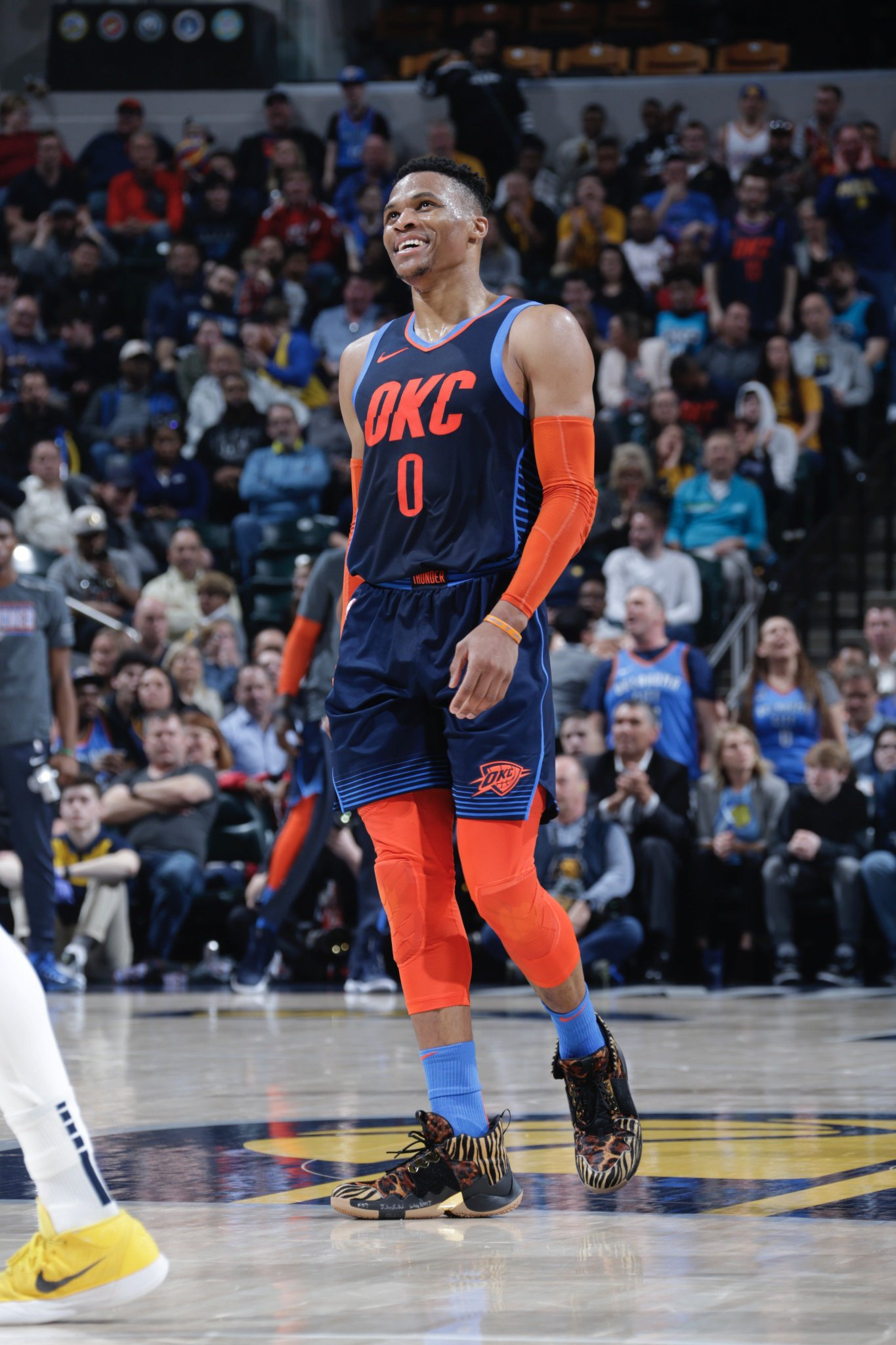 #TripleDoubleWatch for Russ at the break with 8 PTS, 10 REB, 7 AST! #ThunderUp https://t.co/3KZZIFXfYx