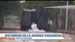 #Colombia  Disturbios en av. Pasoancho en Cali: lanzan explosivos dentro de Universidad del Valle @IvanDuque
