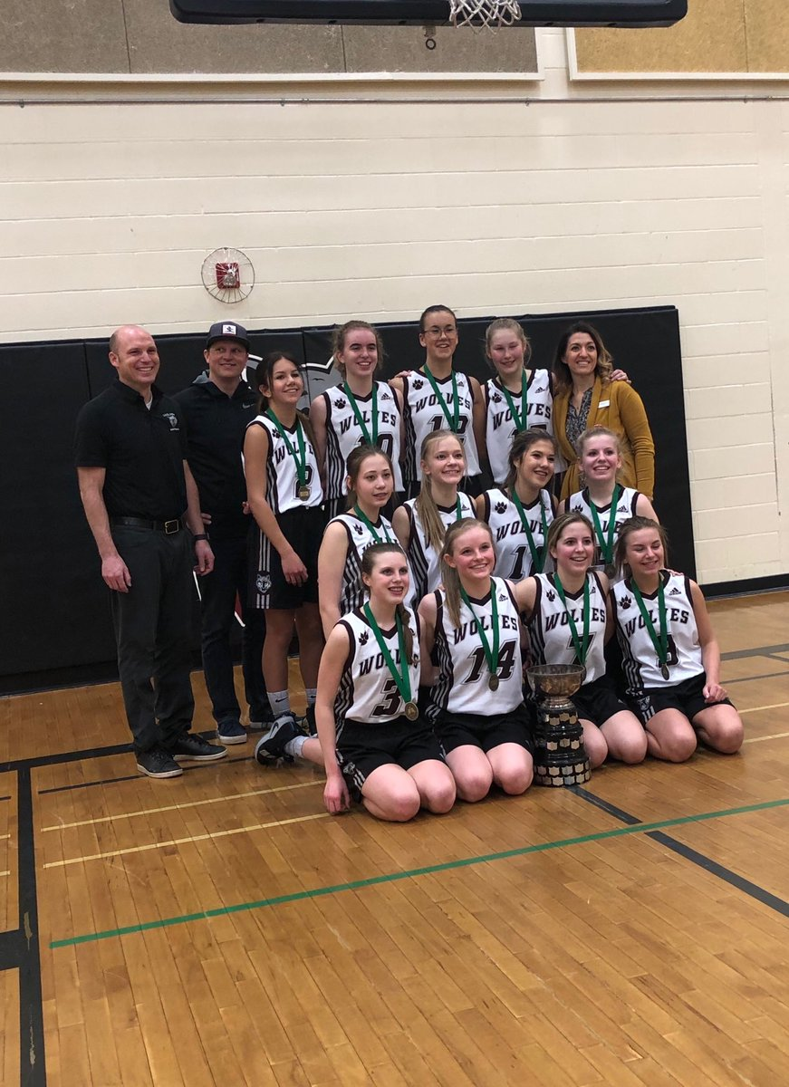 Congrats to the ⁦@LakelandRidge⁩ Sr. Girls for winning the @EIPS Bball Championship and having an undefeated season.  Great work girls and coaches!