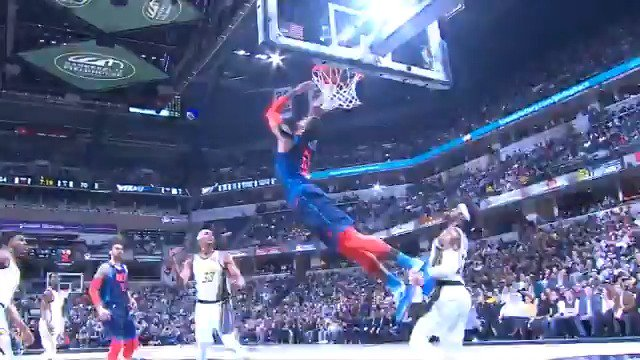 Russ tosses it up to PG13 for the circus reverse layup!  #ThunderUp  78 #Pacers 63   ����: https://t.co/LkzVfwCsdB https://t.co/AQP7VjAoua