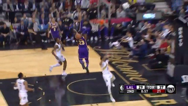 LeBron takes flight for the two-handed jam!  8-0 @Lakers run in the 2nd on @NBAonTNT   #LakeShow 35 #WeTheNorth 37 https://t.co/e25xbDTOiD