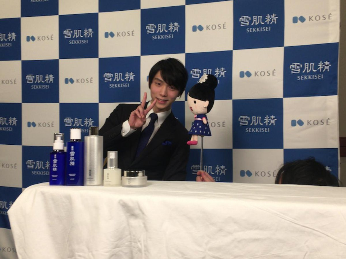 &quot;Hello everyone this is Yuzuru Hanyu. It&#39;s Friday, the latter half of the week. What are everyone&#39;s plans on their days off? When I have nothing on, I play games a lot. To me, it&#39;s &#39;my time&#39; to restore my energy. Hope everyone has a wonderful break.&quot;  https:// ameblo.jp/kose-sports/en try-12443582199.html &nbsp; … <br>http://pic.twitter.com/we8Uki0zo3