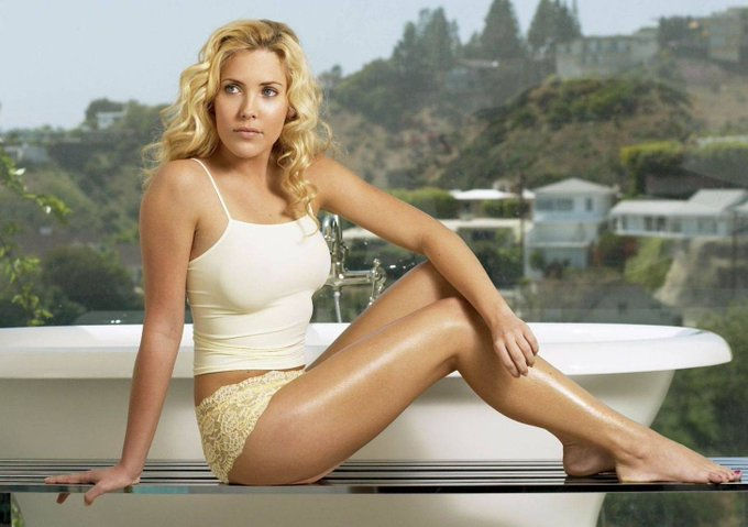 Happy Birthday to Mercedes McNab who turns 39 today!