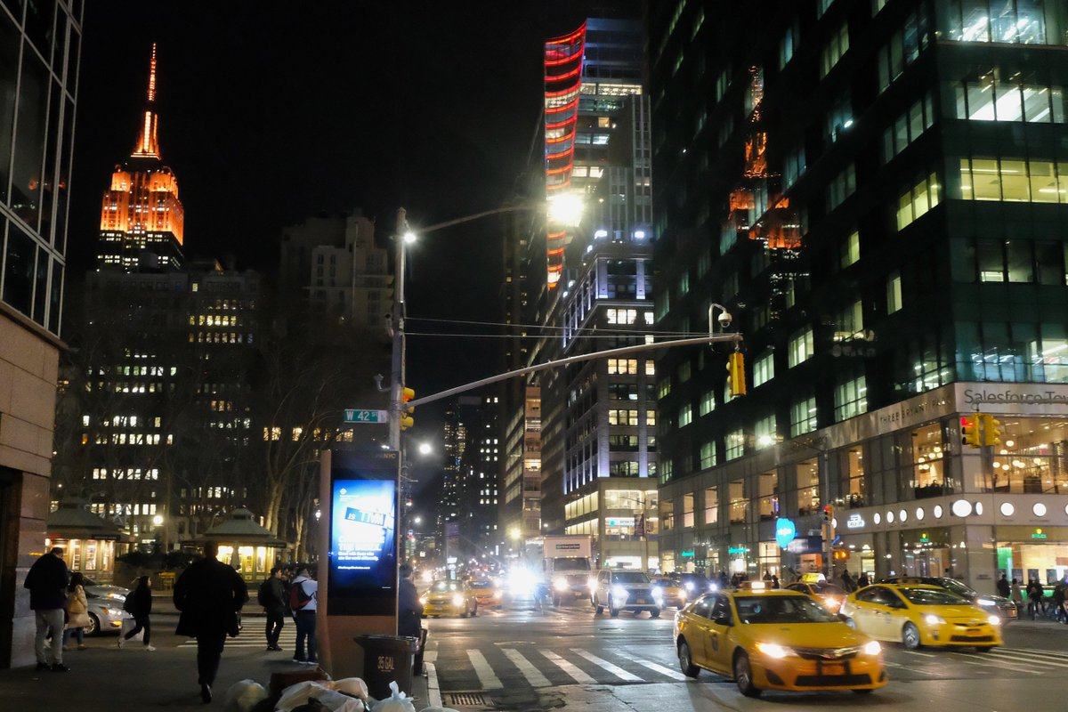 Tonight on 42nd Street and Avenue of the Americas. #BrightLightsBigCity pic.twitter.com/YIqYsyv9do