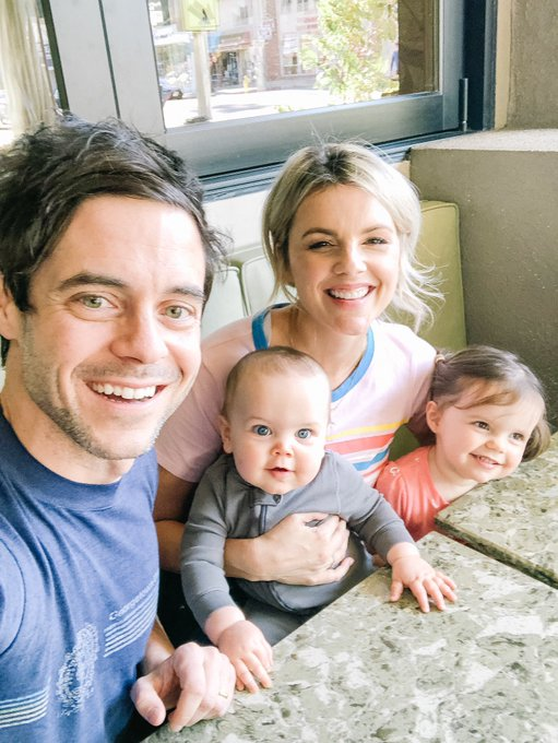 Ali Fedotowsky & Kevin Manno - Bachelorette 6 - Discussion - Page 79 D1qrkF3VAAAPJHN