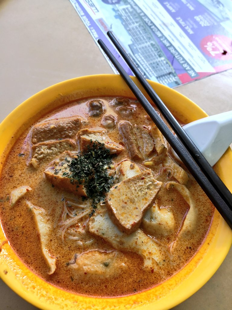 Because its Friday. #lunch #food #laksa https://t.co/1FKa27pTPa
