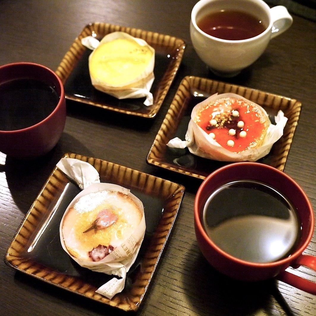 昨日のホワイトデー。バタついていたら、妻が買ってきてくれると言う失態。妻、ごめーん。。 しかも最近、桜、桜、言っていたら、桜風味の焼き菓子。妻、ありがとう。。何から何まで。。。超ダメ夫。。 ・ #ホワイトデー #whiteday #桜のお菓子 #桜 #焼き菓子 #ブルトンヌ  #うつわびと #utsuwabito
