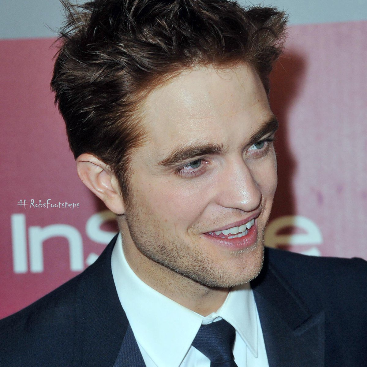 #RobertPattinson @goldenglobes InStyle after party 2010 Some RobSmiles to give the day a positive start  <br>http://pic.twitter.com/TX01i9DFJR
