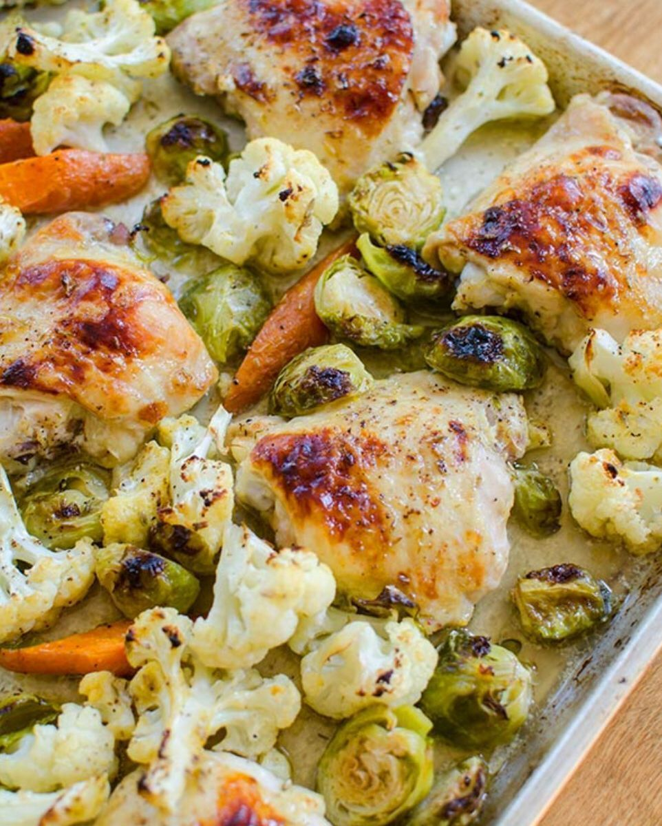One-pan chicken recipe!  Super tasty w/ the cauliflower +  Brussels sprouts >> https://t.co/P9bZnwYjQx https://t.co/HpAqkvrQ7d