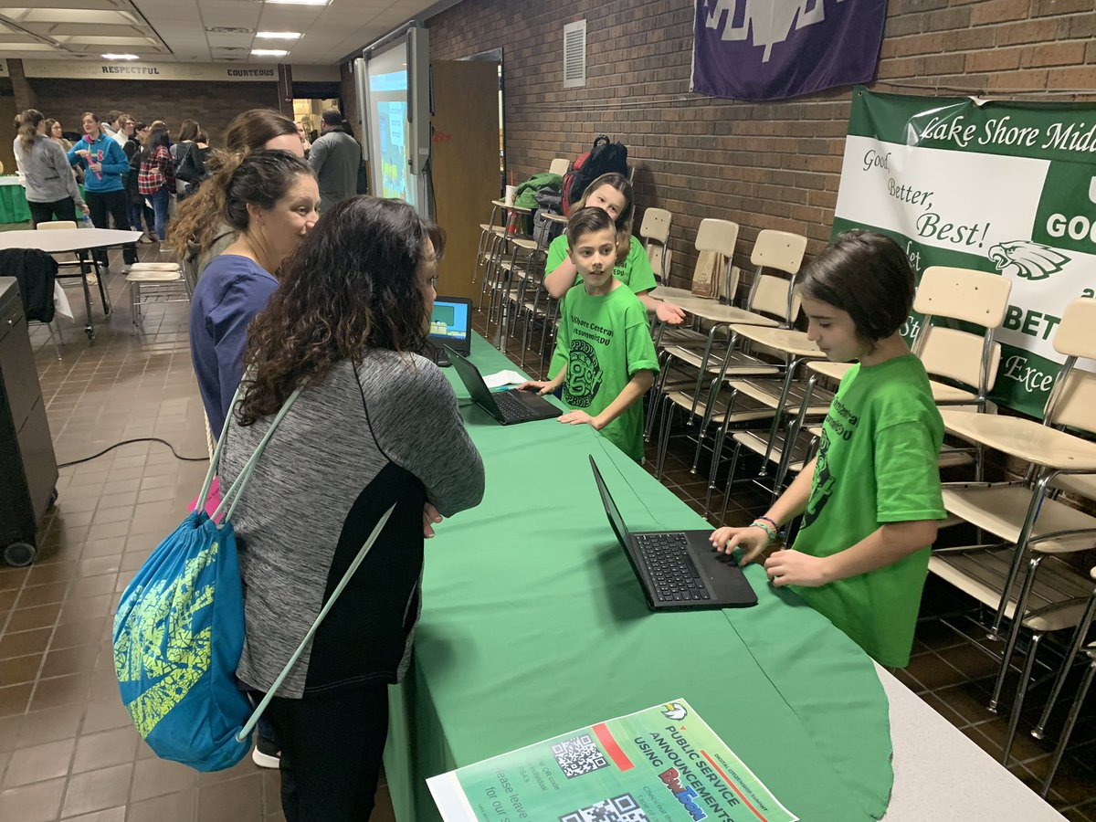 Students at their best! Teaching others about digcit #DigCitLSC #DigCitSummitEDU