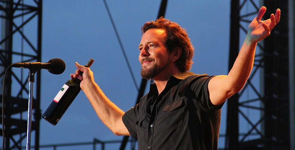 RockZone's photo on #EddieVedder
