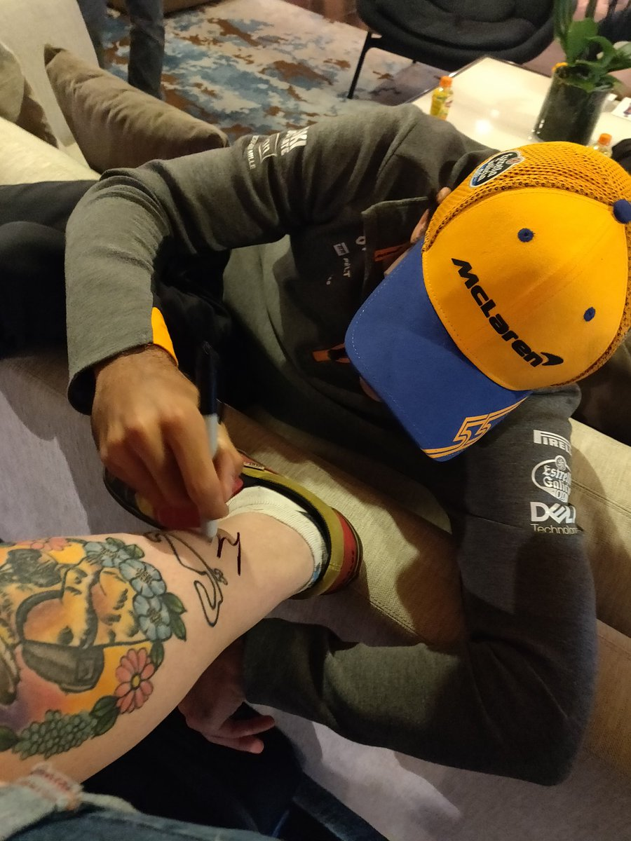 There's dedication and then there's getting @Carlossainz55's signature tattooed on your leg dedication. 👏🧡 #FansLikeNoOther