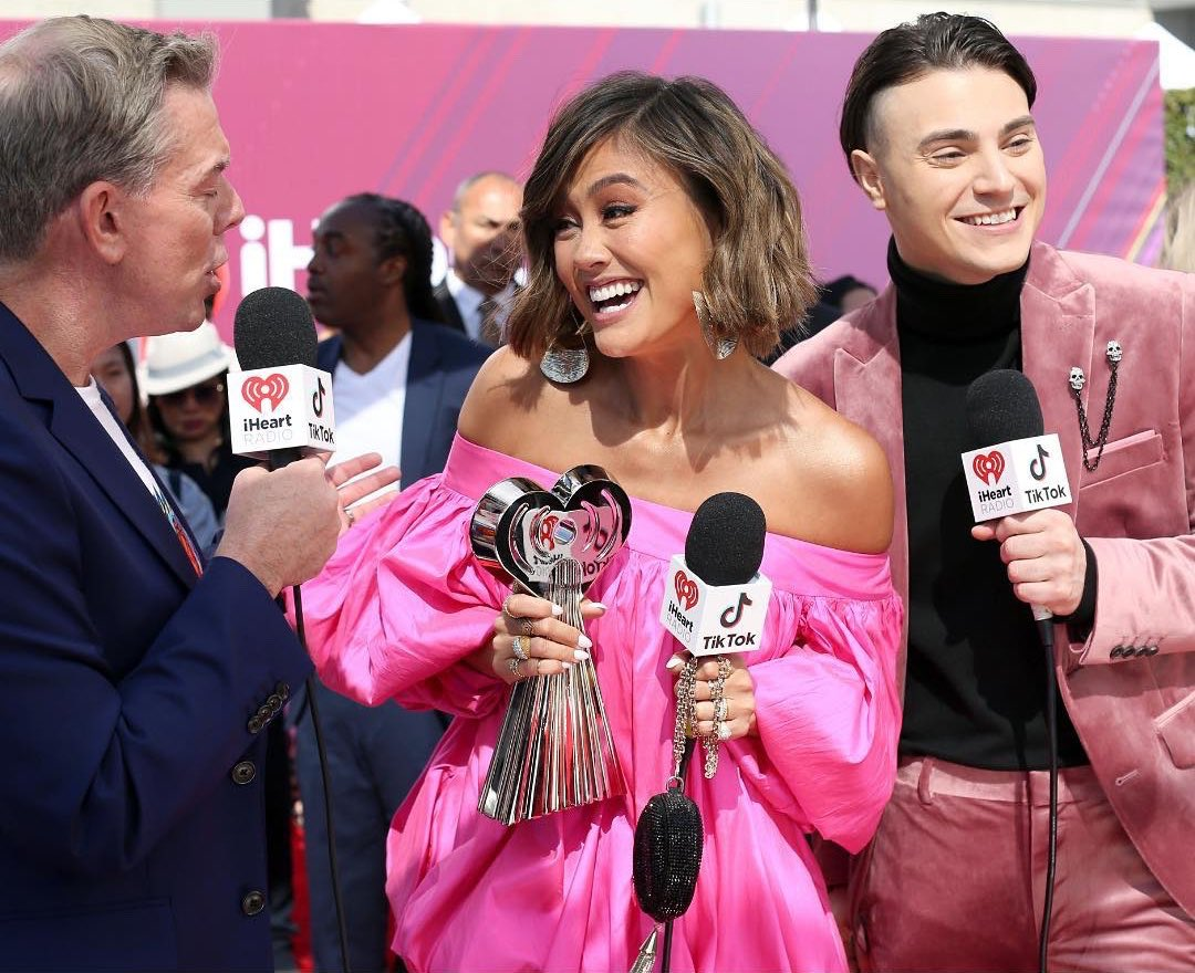 .@AGNEZMO became the first musician from Southeast Asia to win the iHeartRadio Music Awards 2019. Congratulations, AGNEZ MO. You truly deserved it! ❤️   INDONESIAN PRIDE 🇮🇩   #iHeartAwards2019 #iHeartAGNEZMO