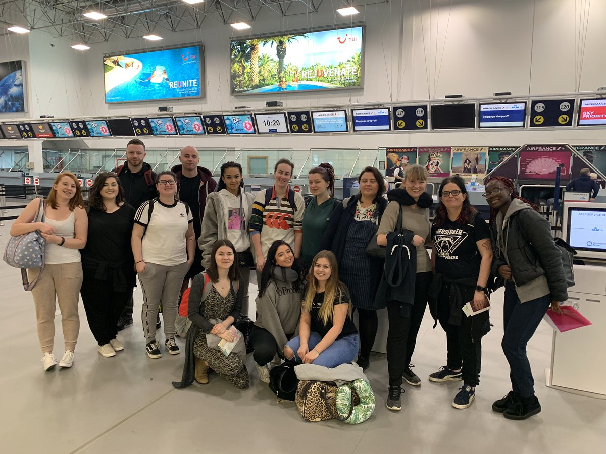 All checked in and ready to go to sunny Hong Kong 🇭🇰 #hkfieldtrip #arewenearlythereyet