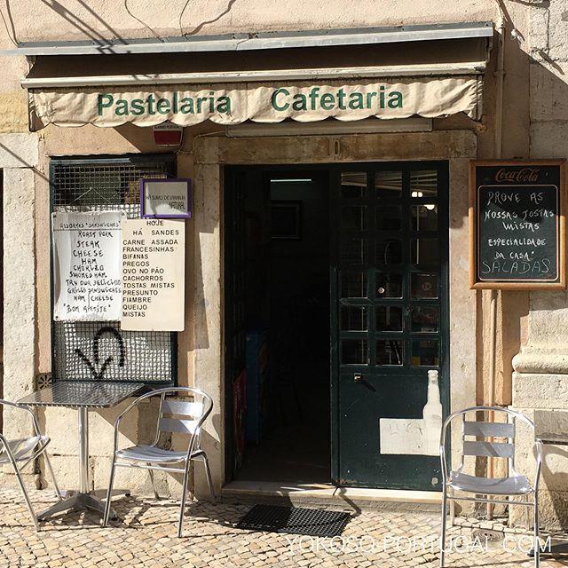 test ツイッターメディア - 近年のリスボンは、モダンなオシャレカフェが続出オープンしていますが、頑固オヤジのクラシックなカフェもまだまだ健在です。 #リスボン #ポルトガル https://t.co/7hvgxjEG5r