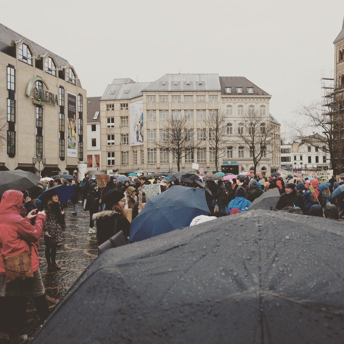 Bundesstadt.com's photo on Schülerinnen und Schüler