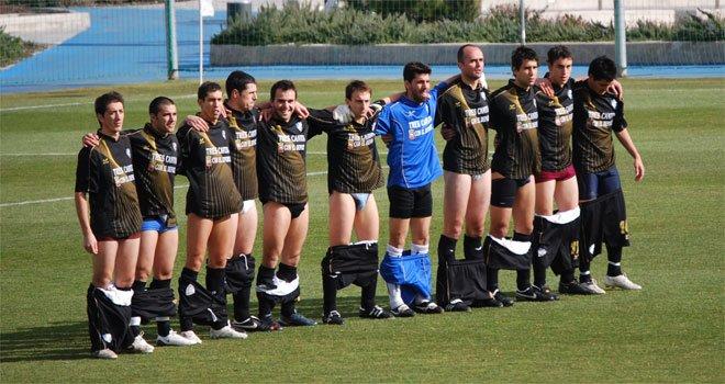 Así protestaba el Pegaso Tres Cantos en 2009 por impagos. La parte más dura del fútbol.   Hoy, el segundo por la derecha, Jaime Mata, ha sido llamado por la Selección Española.   Que nunca te digan que no vas a llegar.