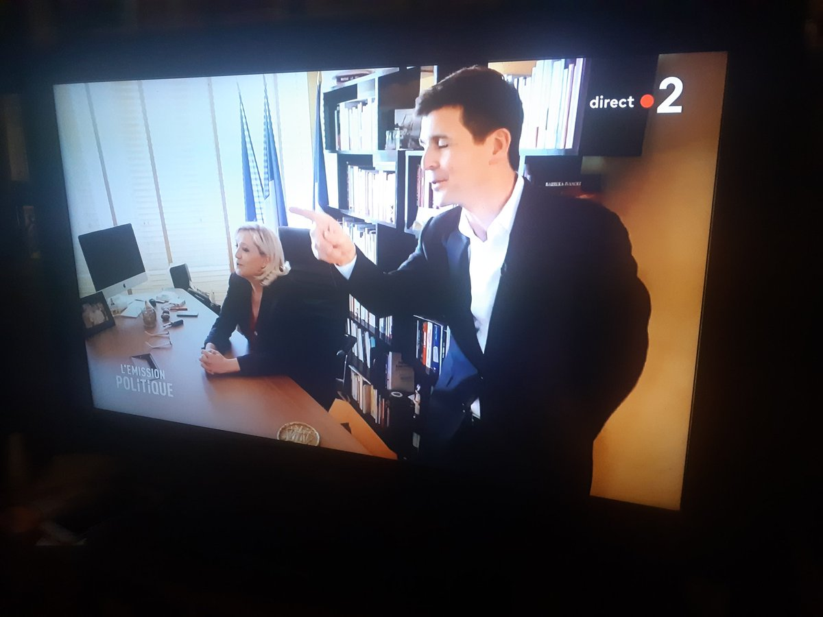 Welcome to my crib ! #mtvcribs #LEmissionPolitique<br>http://pic.twitter.com/5YTcAAbwlV