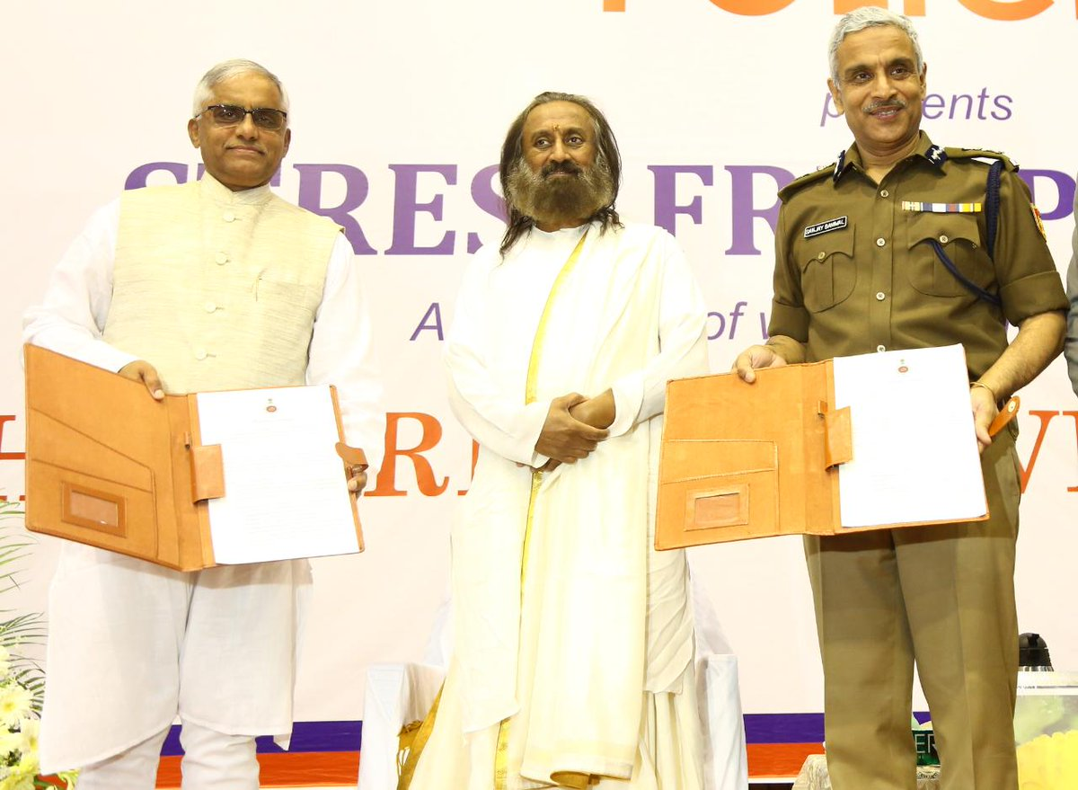 .@ArtofLiving signed an MoU with Chandigarh Police to conduct programs for their personnel. They recently rescued 280 children from drug abuse & have a plan to rescue a thousand more.
