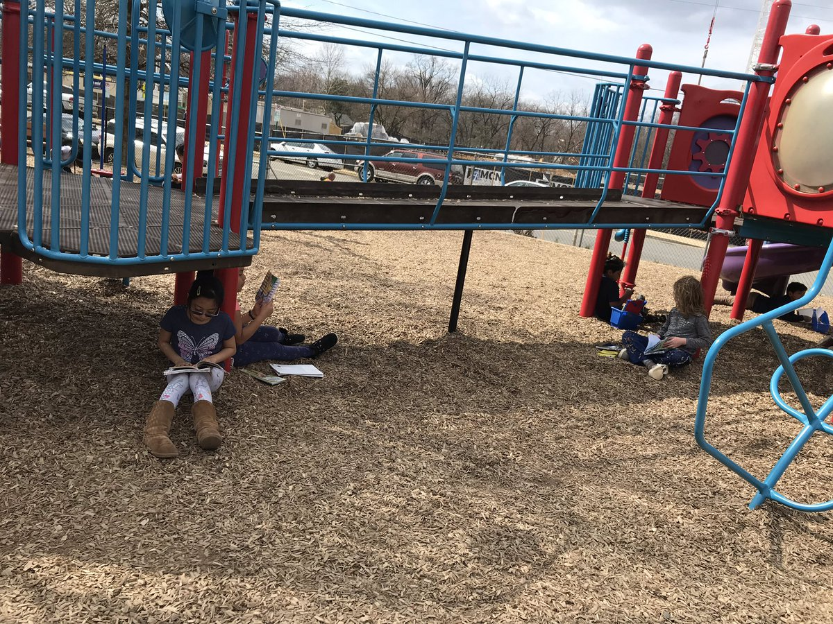 Enjoying the beautiful weather during reading workshop! <a target='_blank' href='http://search.twitter.com/search?q=KWBPride'><a target='_blank' href='https://twitter.com/hashtag/KWBPride?src=hash'>#KWBPride</a></a> <a target='_blank' href='https://t.co/9cvyNAsRma'>https://t.co/9cvyNAsRma</a>