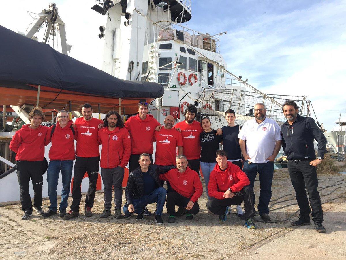 Ernesto Valverde va ser ahir amb l'equip d'@openarms_fund mostrant el seu suport davant del bloqueig del seu vaixell👏👏  Nuestro entranador estuvo ayer con @campsoscar y su equipo de Open Arms, mostrando su apoyo ante la situación de bloqueo de su barco.👏👏