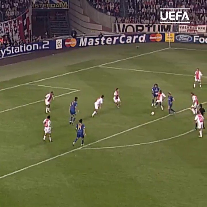 😮 Ajax v Juventus  ⏪ This finish by Pavel Nedvěd in Amsterdam in 2004 = 🔥🔥🔥  #UCLdraw @juventus