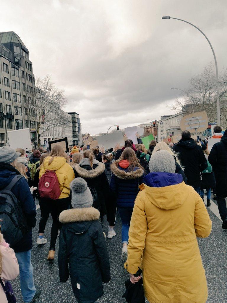 test Twitter Media - Wow! So viel los bei #FridaysForFuture in #Hamburg! #ClimateStrike #schoolstrike4climate 💚 https://t.co/xj5KGnHckC