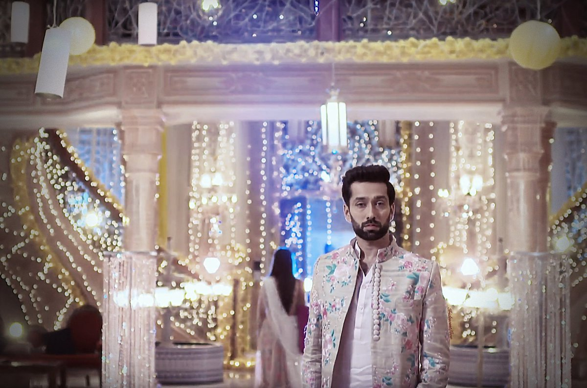 When dakch proposed annika in shitia sangeet and she agreed, This episode is love but  painful #ShivikaKaIshqbaaaz <br>http://pic.twitter.com/9Kp6zUXWJE