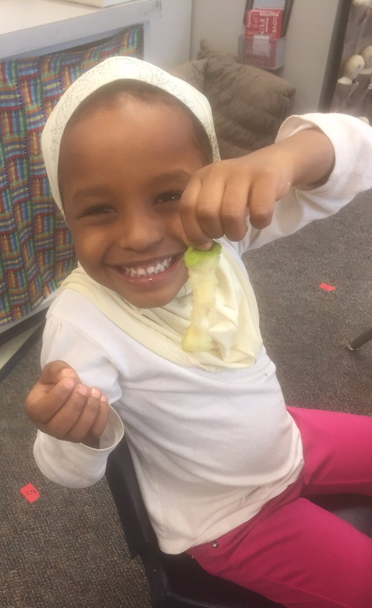 That's the way to eat a pear. 🍐<a target='_blank' href='http://search.twitter.com/search?q=HFBTweets'><a target='_blank' href='https://twitter.com/hashtag/HFBTweets?src=hash'>#HFBTweets</a></a> <a target='_blank' href='http://twitter.com/APS_EarlyChild'>@APS_EarlyChild</a> <a target='_blank' href='https://t.co/N8pQv6xXlm'>https://t.co/N8pQv6xXlm</a>