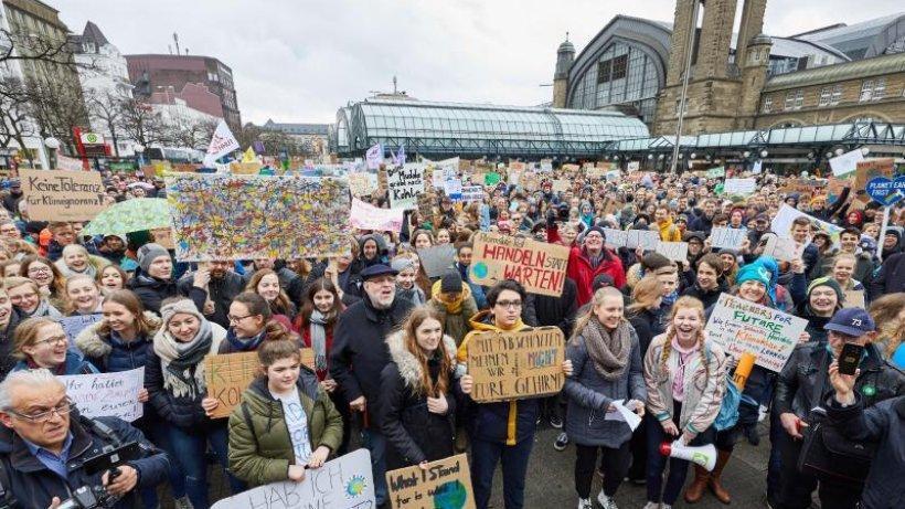 Hamburger Abendblatt's photo on Tausende Schüler