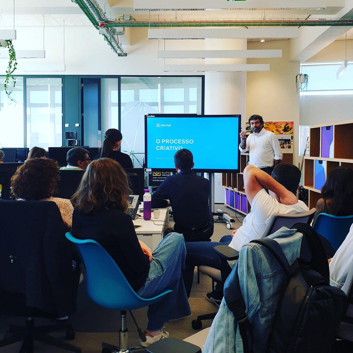 Momento de inspiração do dia com o Director Criativo Helder Pombinho da VML Young.  #TeamMindshare  #ProcessosCriativos