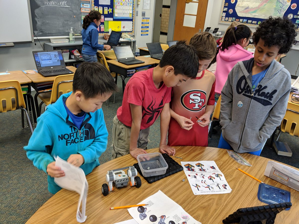 STEM Day at ATS. 4th graders are engaging in Lego Robotics today! <a target='_blank' href='http://twitter.com/APS_ATS'>@APS_ATS</a> <a target='_blank' href='http://twitter.com/APSscience'>@APSscience</a> <a target='_blank' href='http://twitter.com/APS_STEM'>@APS_STEM</a> <a target='_blank' href='https://t.co/NX1PR1g9PL'>https://t.co/NX1PR1g9PL</a>