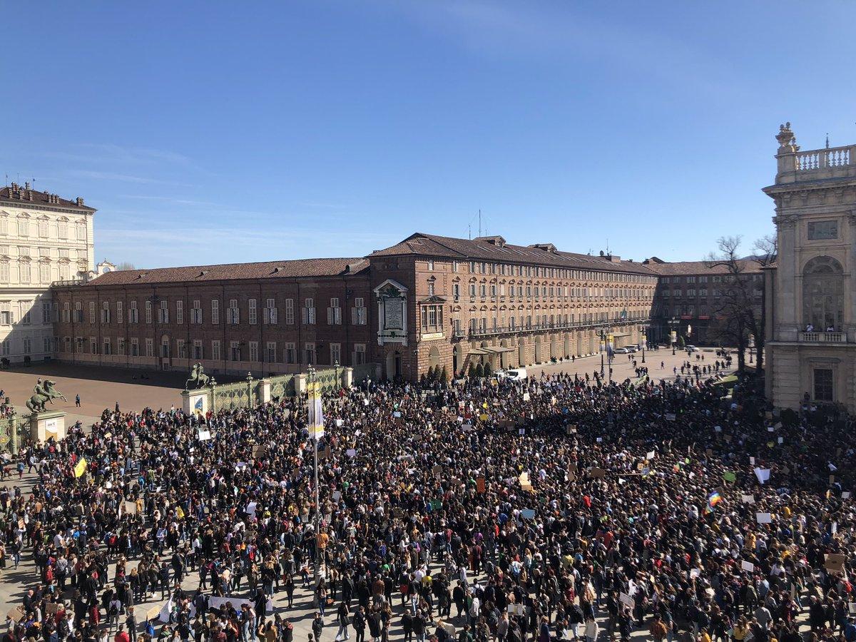 Grazie a tutt* per la mattinata di oggi! È stato un'emozione vedere così tante persone unirsi per un unico scopo comune: combattere il cambiamento climatico. Grazie a tutt*. #Fridaysforfuture #climatestrike #Torino