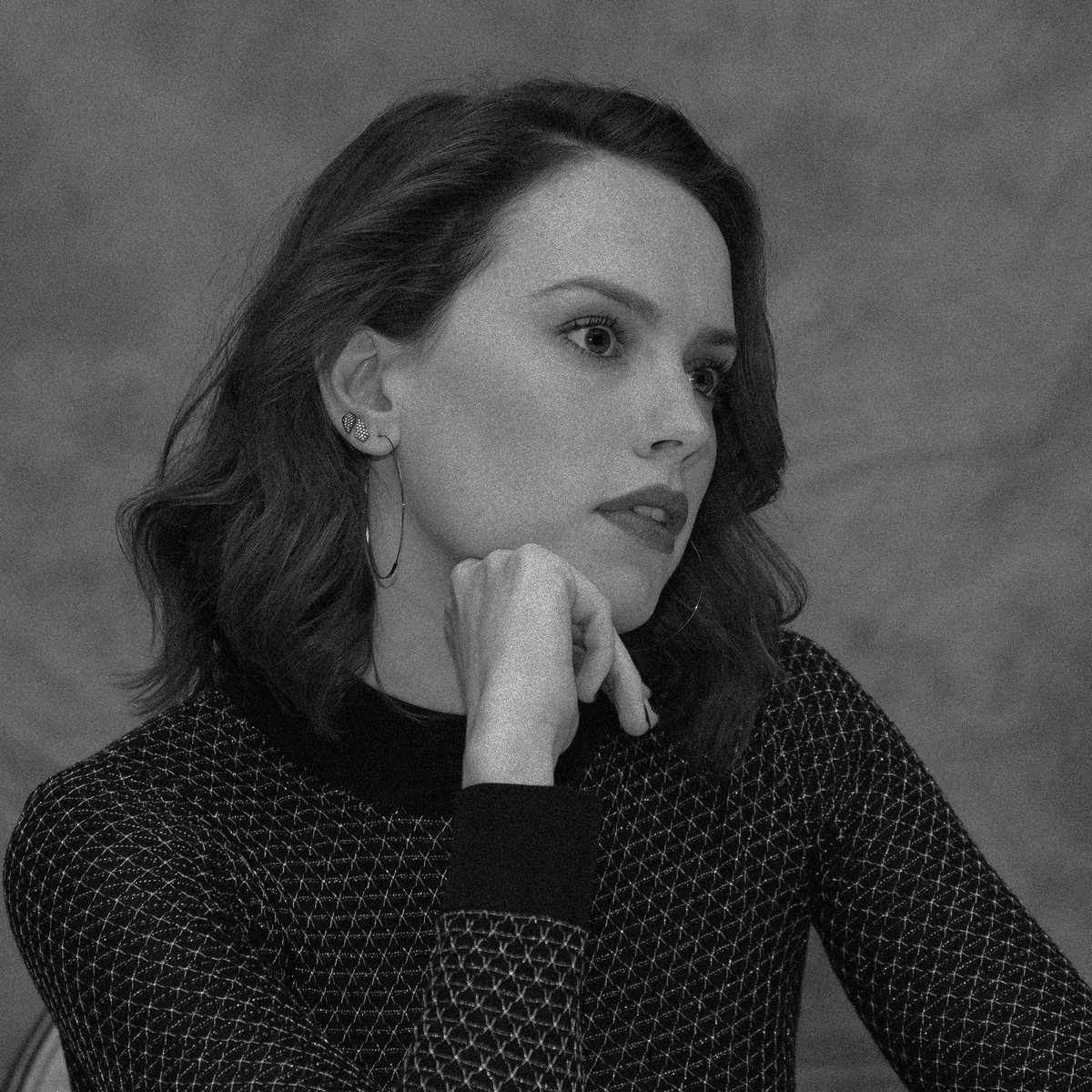 daisy ridley at the last jedi press conference, 2017. <br>http://pic.twitter.com/wmdfcRoOC3