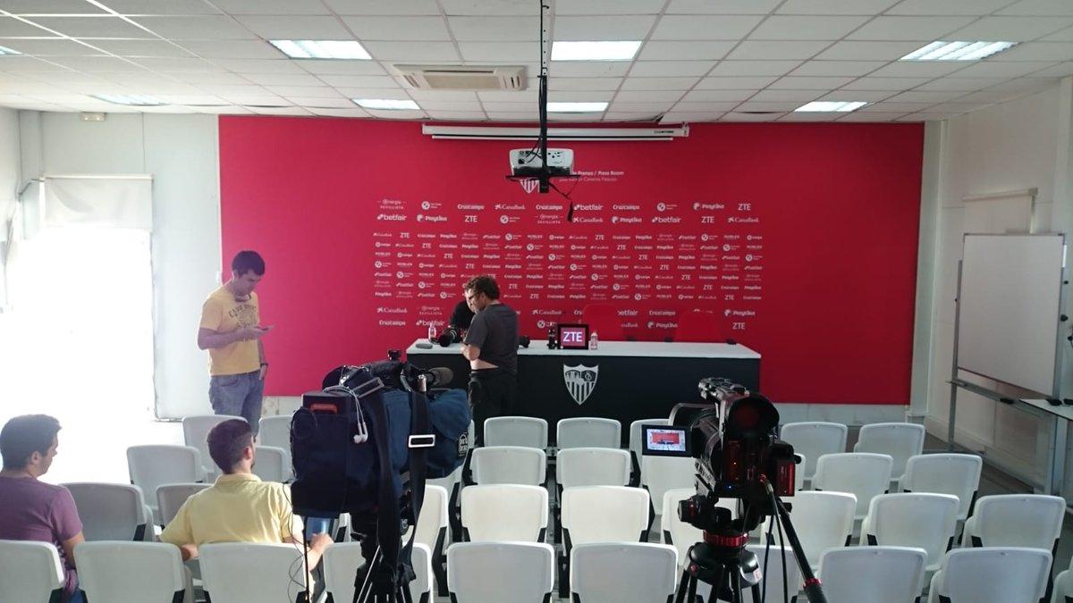 ElDesmarque Sevilla FC's photo on Pablo Machín