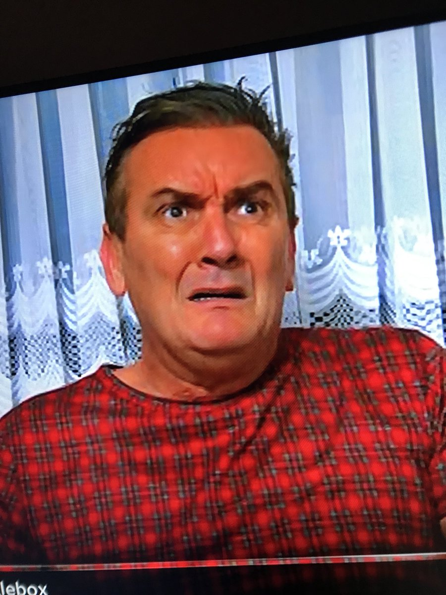 When you realise the mint dip is a face mask  #gogglebox @leegogglebox<br>http://pic.twitter.com/fJM1sFtalU