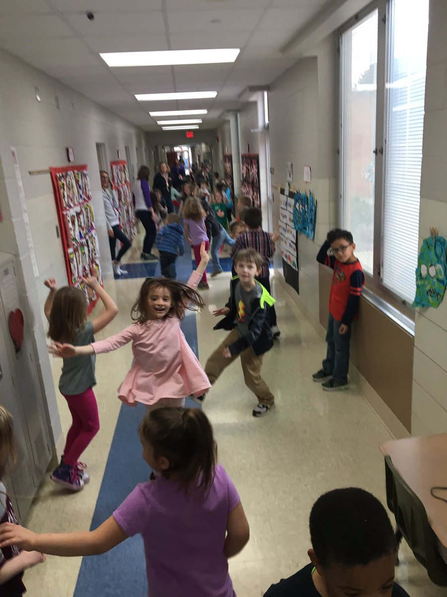 All of the kids at Fairfield earned a school wide ice cream AND dance party for having awesome behaviors this quarter. #fridayfun # wearemaumee <br>http://pic.twitter.com/ccrO6o3AVs &ndash; à Fairfield Elementary