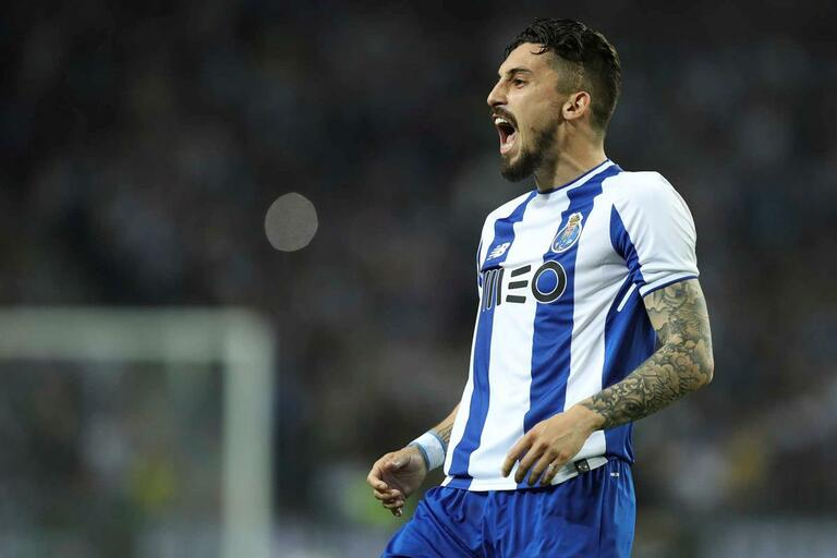 Mundo da Bola's photo on Alex Telles