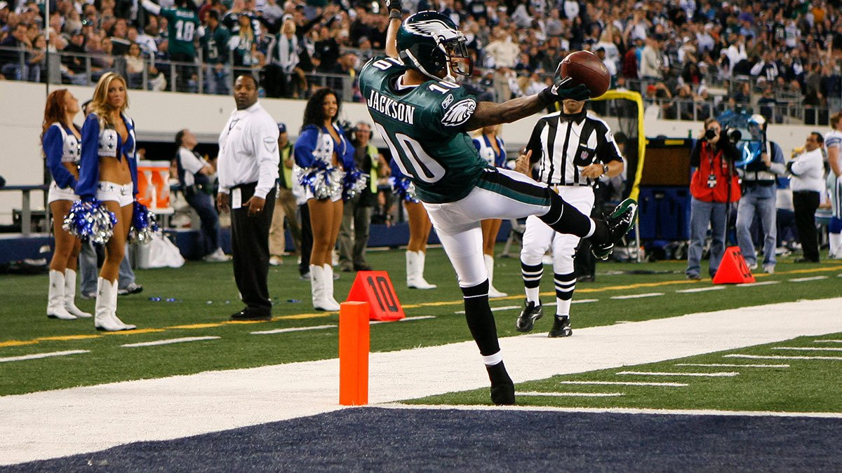 Falling into the weekend like...  #FridayFeeling   #FlyEaglesFly<br>http://pic.twitter.com/uO6xkSvvvF