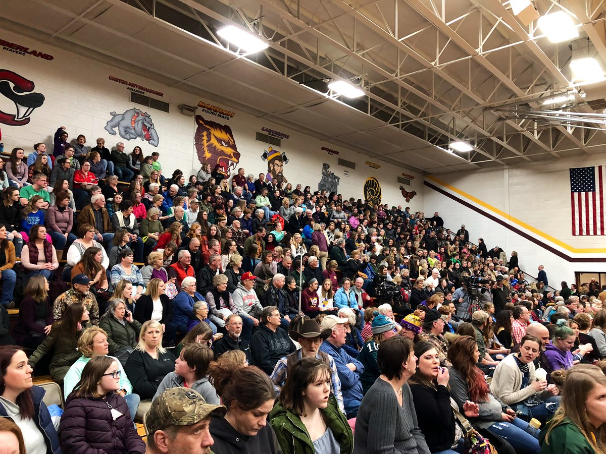 Gymnasium at Barron High School is packed ahead of #ElizabethSmart event.  @WCCO #JaymeCloss #wcco<br>http://pic.twitter.com/fpWzZEhYEW